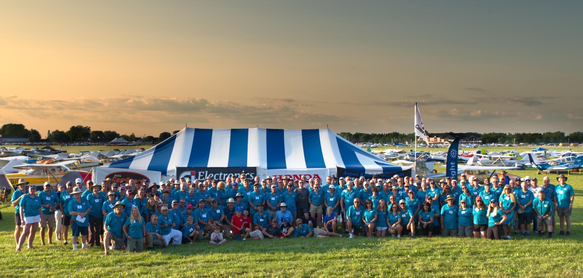 2019 Cessnas 2 Oshkosh Group Picture